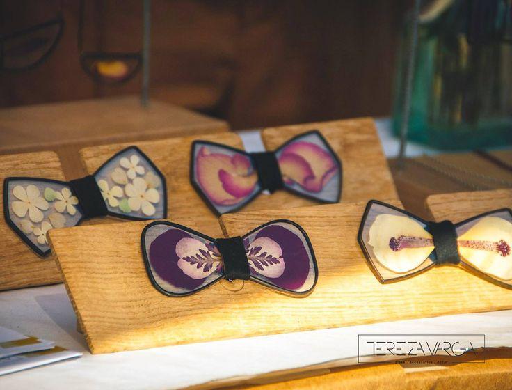 #glassbowtie #unisex #herbarium #fashion #accessories #herbarium #bowtie #floral