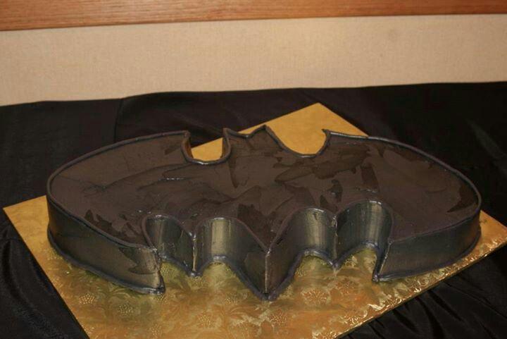 Batman grooms cake @Lindsey Grande Mize I thought you'd appreciate Justin's taste for his cake