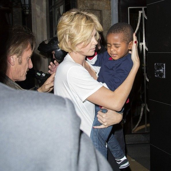 Charlize Theron - Charlize Theron and Sean Penn's Sushi Date