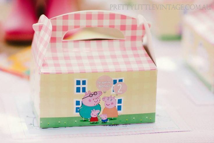 Peppa Pig party! This has to be the most beautiful and spectacular Peppa Pig party we have come across. Created by one of the girls at Pretty Little Vintage Melbourne, this party has captured the whimsy and fun of Peppa- without overly merchandising the party. #peppapig #birthdayparty #girls #lpl