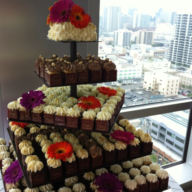Square Wedding Cake Ideas: 17 Best Images About Wedding Cupcake Cakes On Pinterest