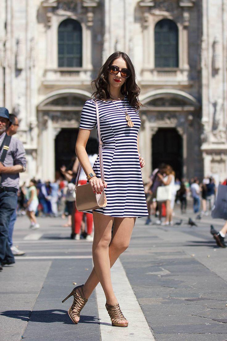 Look com Vestido Listrado em Milão e mais 15 modelos de vestidos listrados para você!   Street style Milan, Duomo outfit