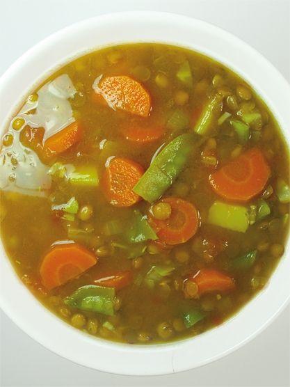 Pestrá polévka s čočkou a hráškovými lusky - DIETA.CZ