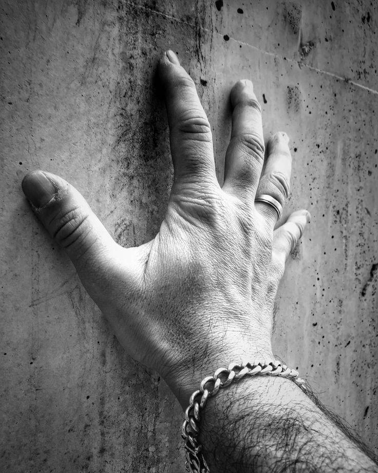 No mas Muros... Yo si te creo Que las cosas sean así no significa que tengan que seguir siendolo  #barakaldo #huaweip9 #igersbilbao #igersspain #igerseuskadi  Creador de Emociones Emotions Creator Emozio Sortzaile  ONLY MOBILE PHOTOGRAPHY My Style.. Not One  Lo importante no es recrear un momento si no crear un recuerdo