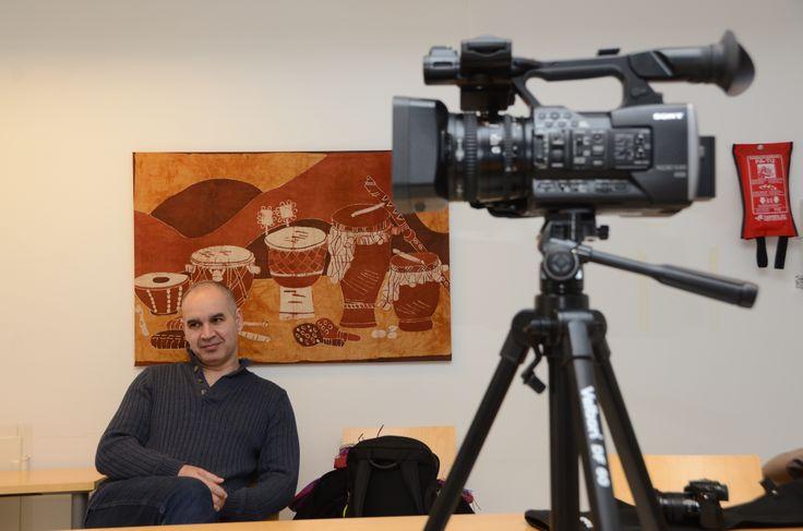 Hamid Al-Sammarraee ja työväline Tampereen yliopiston Johtamiskorkeakoulussa. Kuvausreissuilta syntyi yli 20 videota, jotka löytyvät kätevästi: http://www.ymparistokonfliktisovittelu.fi/fi/haastattelut #ympäristösovittelu #jakautuukosuomi @koneensaatio #OsuuskuntaMikkelinMediaali