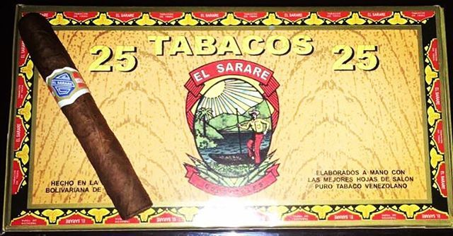 Exhibimos en nuestra galería por primera vez el relanzamiento de #lostabacos #elSarare en su vitola de entrada No 4. Made in Venezuela  Ejemplares cuidadosamente con tripa de hoja picada de tabaco rubio y negro capote de tabaco rubio y una capa de tabaco #criollo #venezolano madurada Contáctanos y ordena tu caja popular con 25 unidades en @tabacostore un excelente opción a #buen #precio. #tabacossarare #cigar #tabacosenvenezuela #tabacovenezolano #venezuelacigar #tabacostore