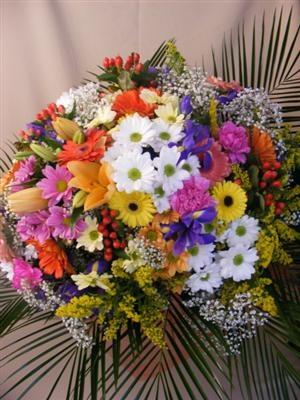 Buchet crizanteme, gerbera, irisi, crini si garoafe