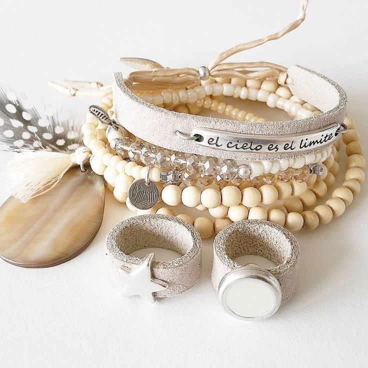 Of hou je meer van naturel? #vanmauz #handmade #fashion #musthave #mode #jewelry #jewels #armbandje #armbandjes #armparty #armcandy #ibizalook #ibizastyle #elcieloesellimite #vivalavida #ringen #ring #star