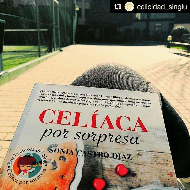 Esta mañana Lorena de @celicidad_singlu ha estado leyendo mi libro #celiacaporsorpresa al solecito de Madrid :-) Dice que se ha emocionado... más me emociono yo al saber que os llega y que os está gustando!! Gracias guapa por compartirlo :-) #instabook #ponunlibroentuvida #leoycomparto #leeresvivir #librosparatodos