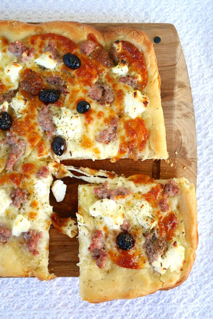 Pizza con impasto alla ricotta alla contadina