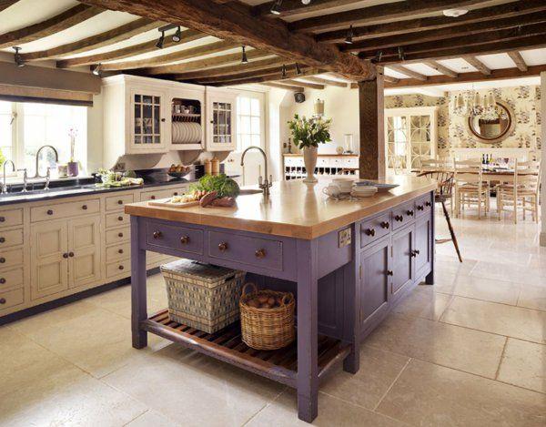Kücheninsel gestalten lila lackiert körbe spüle fliesen