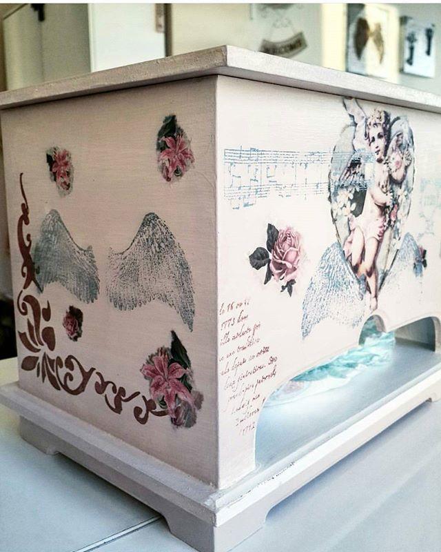 Bebek bezi kutusu 👉Ölçüler : 28×17×21 cm ☆📍📌 📐📏 🔛 👉Fiyat : 50 tl 🔱 🔚 . . #homesweethome #homedecor #polyester #madamcoco #englishhome #provence #ahşap #vintage #ahşapboyama #evim  #evimevimgüzelevim  #decoration  #design  #diybyayseql  #diy #doityourself #aksesuar  #satış #hediyelik #alışveriş #çeyiz  #polyesterçerçeve #sipariş #bebekbezi #bebek #bebekicin #baby #pamper #babyshower #gift