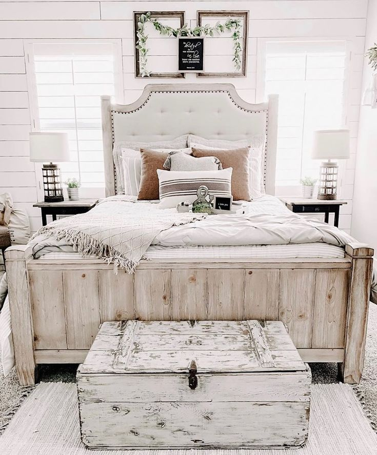 Rachel Ray Home Sunbleached Queen Upholstered Bed Monteverdi In 2020 Upholstered Beds Farmhouse Bedroom Decor Queen Upholstered Bed