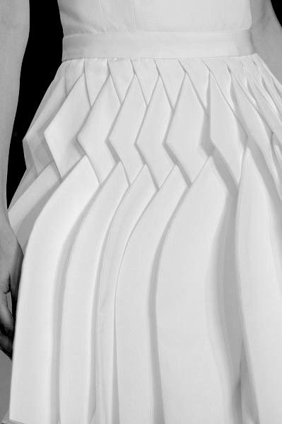 Origami Fashion - white skirt with use of fold & repetition to create pattern & dimensionality - fabric manipulation for fashion; creative sewing // Viktor & Rolf Spring 2014