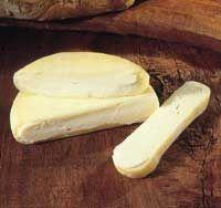 Galicia Queso Arzúa Ulloa--Este tipo de queso es muy adecuado para la cocina,  Si se junta con el vino, preferencia por tintos con cuerpo, viriles, con vigor y buen buqué. Funde muy bien, por lo que se aconseja en platos al horno con verduras o bien con huevos. Bueno también para freir. Es un queso muy mantecoso ya que la vaca gallega produce una leche con alto contenido en grasa. Es un queso que puede llegar incluso a ser untable por ejemplo sobre panes como de avena, cereales, maiz…