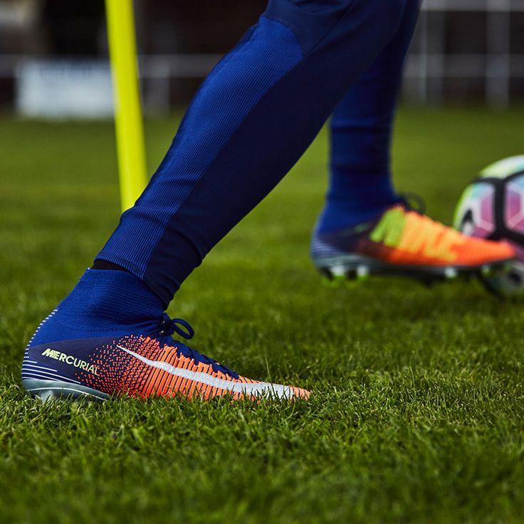La chaussure de football à crampons pour terrain sec Nike ...