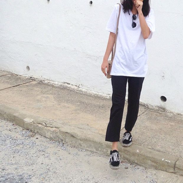 India Rose OOTD: Old skool vans, flares & white tee   For more ideas, click the picture or visit www.thedebrief.co.uk