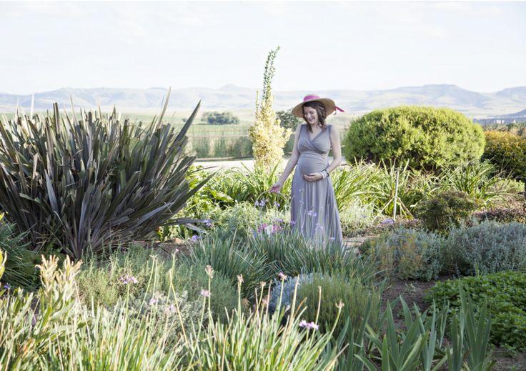 styled maternity shoot in garden