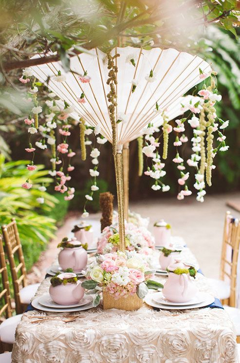 Since bridal showers are traditionally for your girls, keep the decor feminine and romantic! #WeddingCenterpieces
