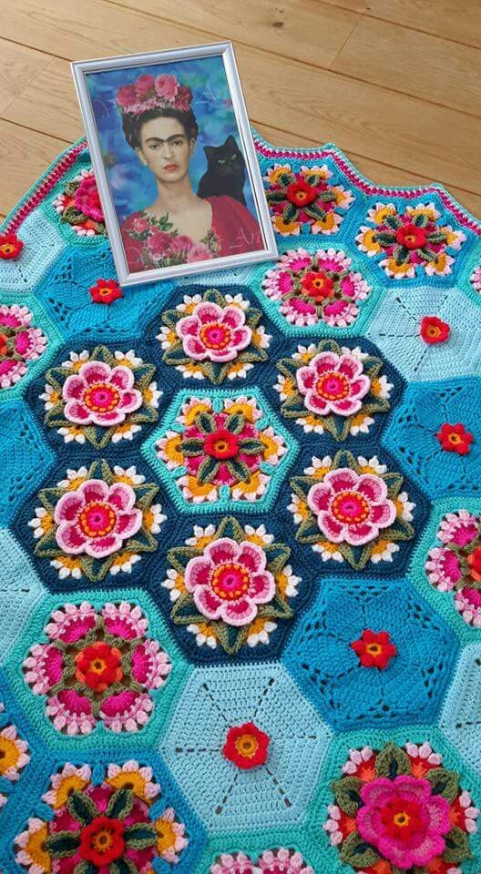 Frida Carlo inspired crochet - stunning colours & design