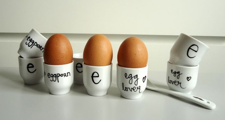 Jajeczniki, kieliszki do jajek, dekoracje wielkanocne, dekoracje na wielkanoc, ozdoby świąteczne, naczynia, naczynia do jajek. Zobacz więcej na: https://www.homify.pl/katalogi-inspiracji/21991/wielkanocne-gadzety-6-propozycji