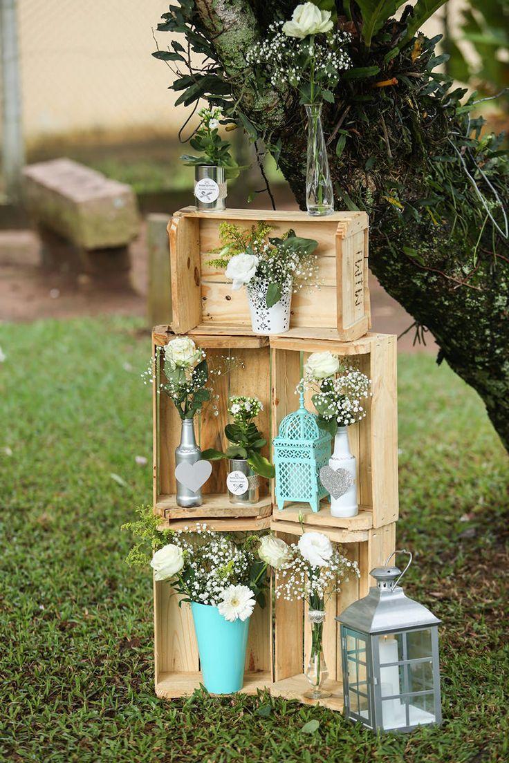 Quer dar um ar mais aconchegante para o seu casamento? Uma ótima opção é apostar na decoração rústica. Esse estilo traz referências campestres e valoriza o