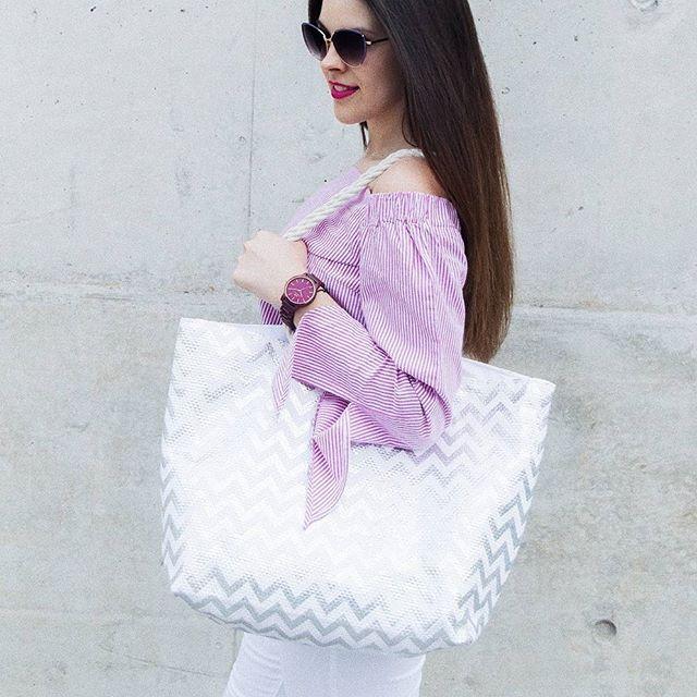 Już prawie weekend  ❤️miłego czwartku IG  __________________________ #instadaily #blogger #polishblogger #lifestyle #brunettegirl #brunette #brunettedoitbetter #polishgirl #polskadziewczyna #polskablogerka #sunglasses #stripes #pink #bag #girl #instagirl #instapic #photooftheday #photography #instaphoto #giacomodesignwatches #woodwatch #instalike #instablog #girl #me #amazing