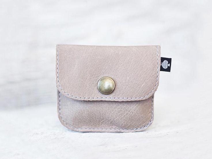 "mini portemonnee ""Piet"" glad leer beige nude van ♠pikfine // all selfmade stuff op DaWanda.com"
