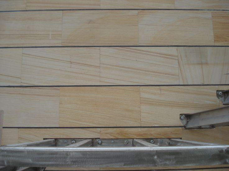 Rivestimento parete esterna in lastre di pietra arenaria for Rivestimenti in acciaio e listelli di assi