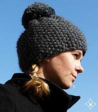 Modèle tricot : Bonnet en point de riz avec gros pompon