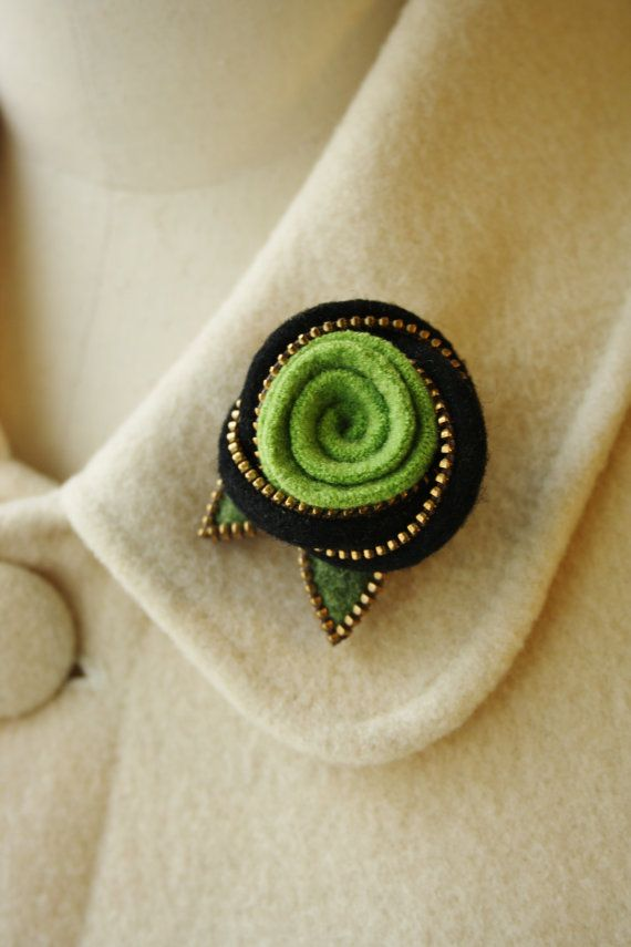 Felt and zipper Eternity knot and wool rose brooch