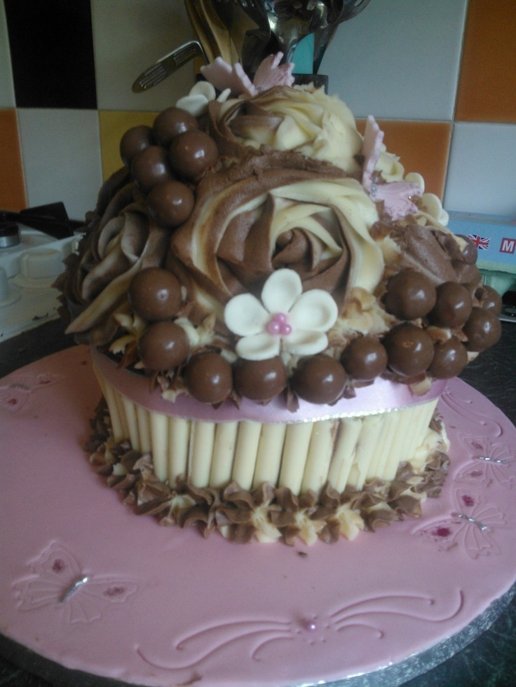 Giant Chocolate cupcakeChocolate Cupcakes, Aus Zucker, Candies Art, Giants Chocolates, Crazy Cake, Chocolates Cupcakes, Cupcakes Rosa-Choqu, Cupcakes Giants, Chocolates Heavens