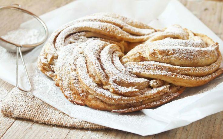 Dit heerlijk gevlochten kaneelbrood, ook wel een 'Kringel' genoemd, komt van Just Love Cookin.Met dank aanLinda…