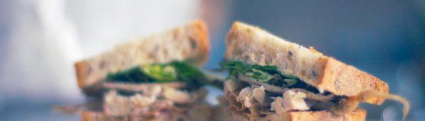 LaSuperior sandwicheria en el patio interior que esta detrás de los caracoles. Provi
