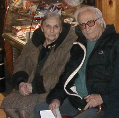 Berta e Alfonso durante gli incontri al Circolo ARCI di Casciana Alta nel 2005