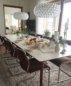 ΤΡΑΠΕΖΙ ΜΕΓΑΛΟ ΜΕ ΠΟΔΙΑ PRETTYPEGS/God morgon!✨ Dags för frukost och rulla igång dagen! Ha en riktigt toppen lördag! ________________________________ #frukost #breakfast #kaffe #coffee #inredning #interior #interiordesign #myhome #mitthem #möbler #foscarini #caboche #interiordesign #interior123 #interior4all #hemma #godmorgon #goodmorning