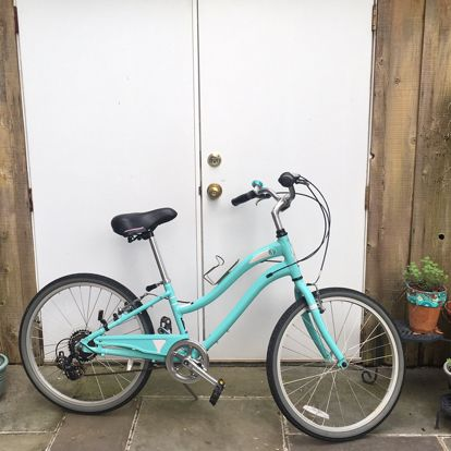 A teal Schwinn girls 24 inch bike with a leather seat, leather handles, 7 speed settings, covered gears and a kick stand. This bike has been used but…