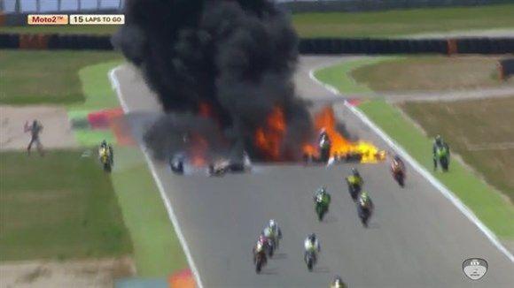 Na segunda volta da corrida, Xavi Cardelús caiu e a moto voltou para a pista dando piruetas. Os pilotos que vinham atrás não conseguiram desviar e a destruição do tanque de combustível resultou em uma bola de fogo no meio da pista de Aragão