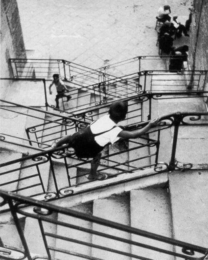 Enzo Sellerio, Leonforte, 1955 // It almost looks like music notes.
