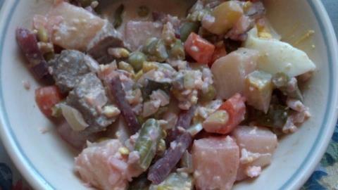 Huzarensla: Dutch salad with a definite Indo flavor.