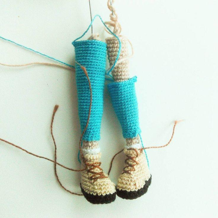 Работа над новой куклой идёт медленно. С трудом представляю, что из этого выйдет Ну а пока #фотоног чтобы вы знали, что я жива #вязанаякукла #хендмейд #амигуруми #кукланазаказ #weamiguru #handmade #crochetdoll #handmade #diy #giftidea #творчество #вязание #интерьернаякукла #игрушкаручнойработы #mycreative_world #crochet #knitting #вязание #вязаниекрючком #proday_handmade #is_handmade #hm_ideas_for_you #lavkacraft #dollsfordolls