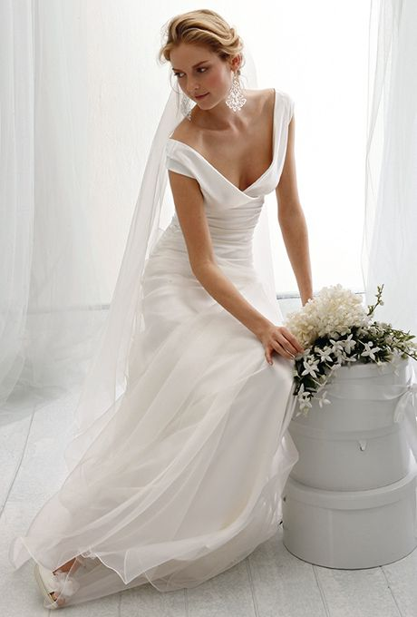 Brides: Le Spose Di Giò. Deep V-neckline satin dress, with soft organza over skirt.