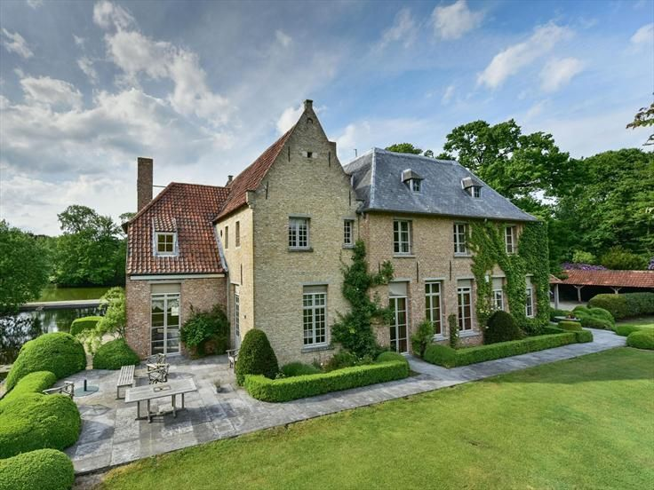 275 best belgian homes images on pinterest belgian style for Castle style homes for sale
