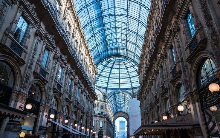 Milano, Atto I. La Galleria Vittorio Emanuele II, la #via più famosa di #Milano. Viene considerata una delle #sedi degli #acquisti di #lusso nel capoluogo meneghino. Fu progettata dall'architetto Giuseppe Mengoni e realizzata in uno stile eclettico nel 1865.