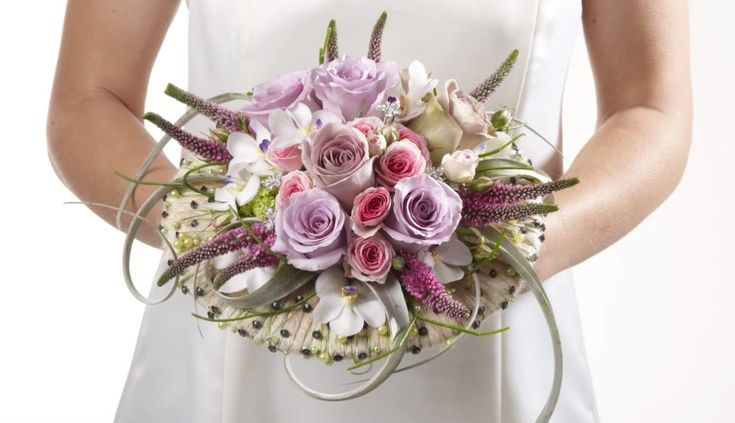 Learn how to make bridal bouquets, corsages, boutonnieres, centerpieces and church decorations. Buy wholesale fresh flowers and discount florist supplies.