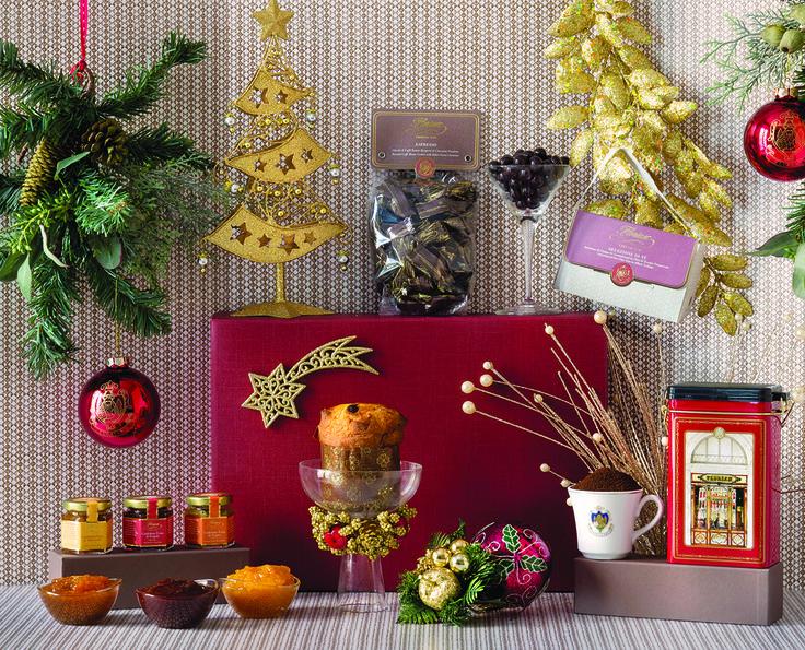 Una selezione di sapori e profumi per vivere e regalare l'atmosfera dello storico Caffè Florian di Venezia. Acquista la confezione at http://shop.caffeflorian.com/florian-gourmet-essential-267   A fine selection of tastes that will make you live the atmosphere of the famous historical Venetian Caffè Florian. Buy now at http://shop.caffeflorian.com/florian-gourmet-essential-267 #Christmas #Natale #Florian #hamper #confezione #regalo #gift #tea #coffee #marmelade #Panettone #dragees #chocolate
