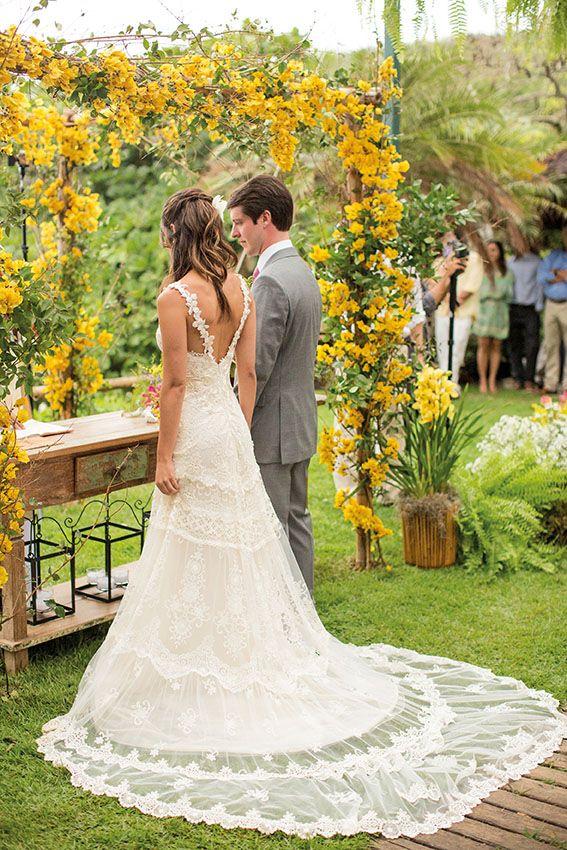 Confira o casamento completo de Camila e Beto no EuAmoCasamento.com! #euamocasamento #NoivasRio. Foto de Rodrigo Sack.