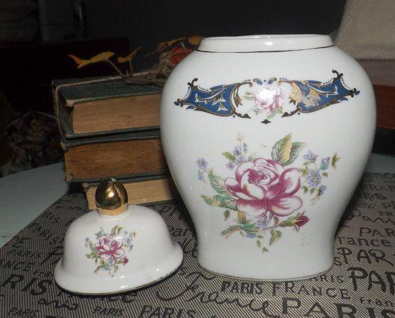 Mid-century c.1950s Limoges Porcelana Fina lidded jar.