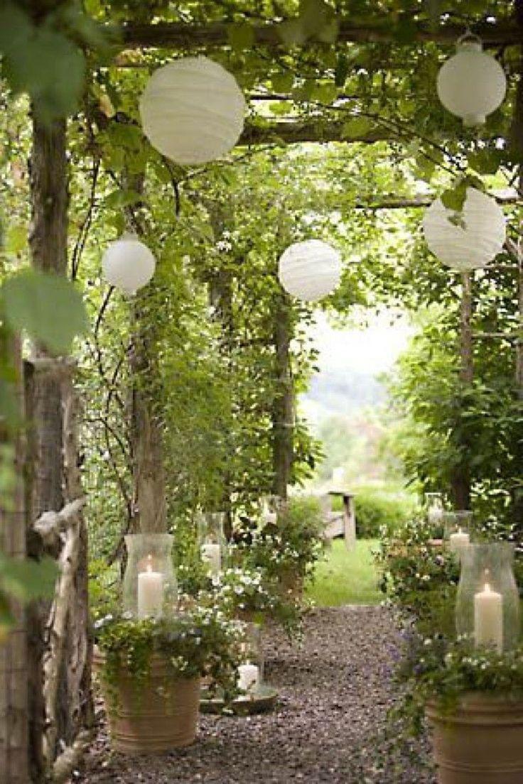 Des suspensions boules en papier romantiques et bohèmes-12 jardins esprit bohème chic