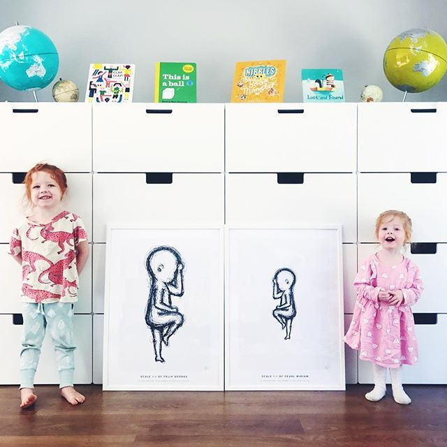 I can't wait to hang these gorgeous pictures from @thebirthposter! They are a real life representation of our little babies at birth. We have one for all six beans but I wanted to show you guys this amazing contrast. Our biggest born babe next to our littlest.  Felix was 4410g (9lb10oz) and 52cm long while Pearl was 690g (1lb8oz) and 32cm long.  I'll show you all six once we hang them up.  Also check out their cheeky matching faces.. they are basically twins born 13 months apart…